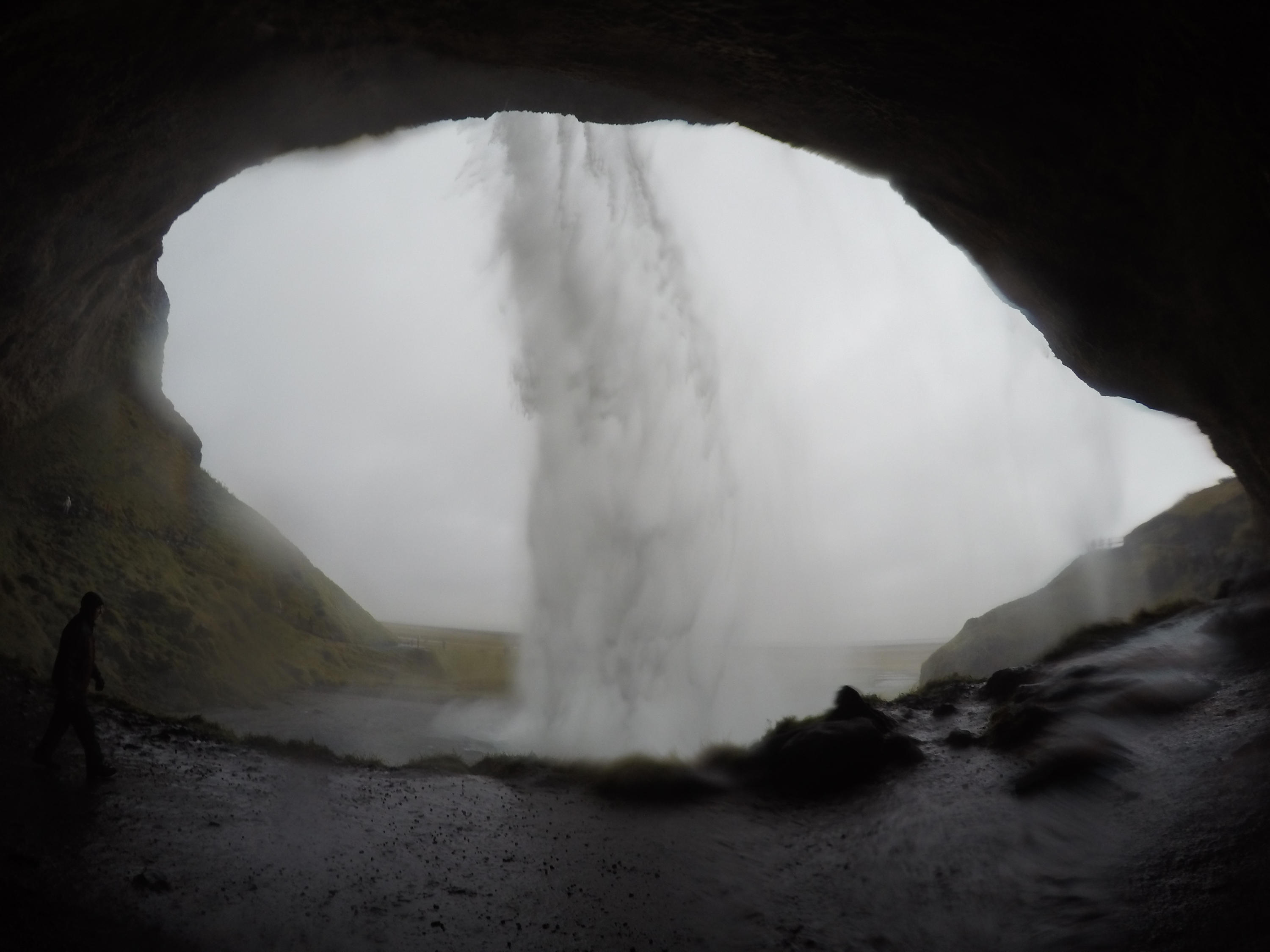 Seljalandfoss – Walk behind waterfalls